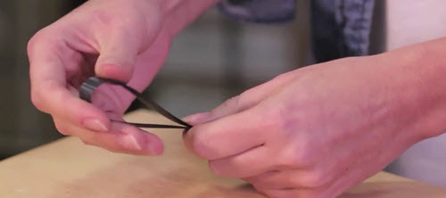 how to use a wire buckle for strapping step 1